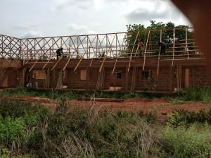 Foto: Bauarbeiter an der Schule Umulokpa, Nigeria, Mai 2013